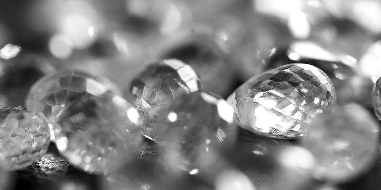 Marco Meletti Jewelry Maker uses diamonds certified by IGI, GIA, HRD